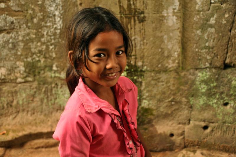 child vendor at preah khan (1). december 2011.